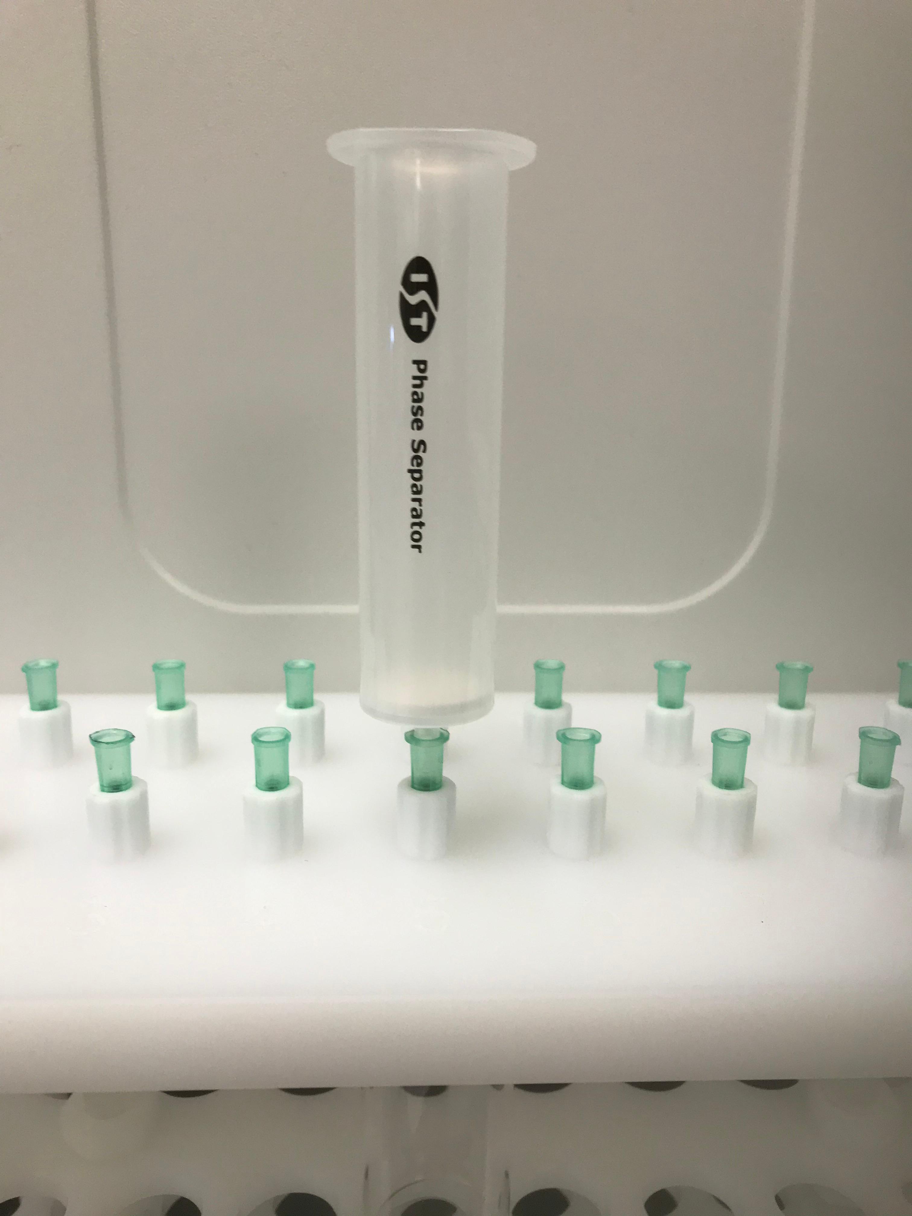 Empty Phase separator on gravity rack